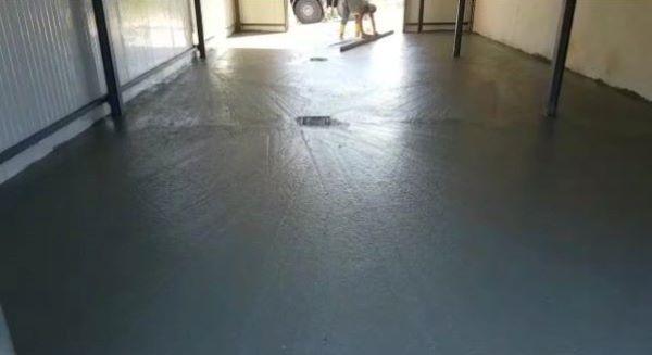Pavimento in cemento industriale, lisciatura con staggia - Foto Arch. Diana Tomasich