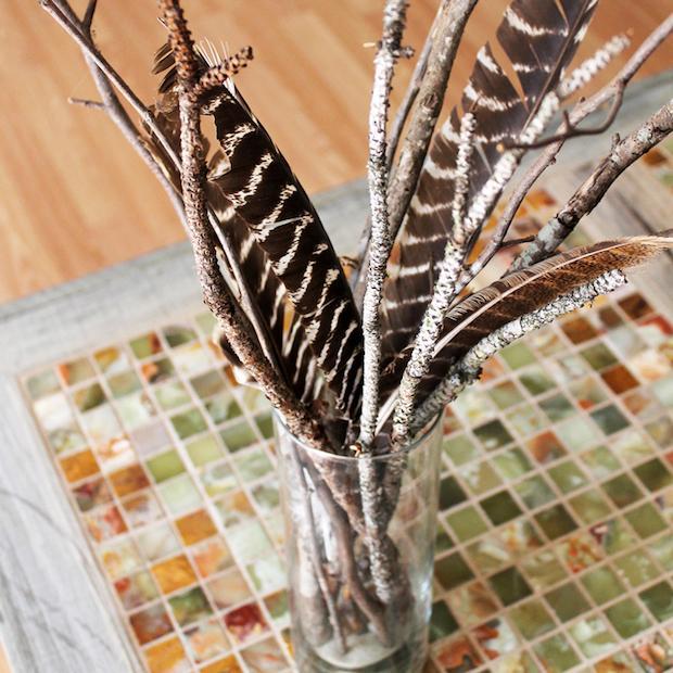 Arredamento con rami secchi: centrotavola naturale, da thesummeryumbrella.com
