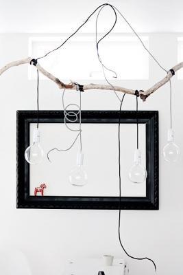 Arredare casa con i rami secchi: lampadario, da www.decor8blog.com