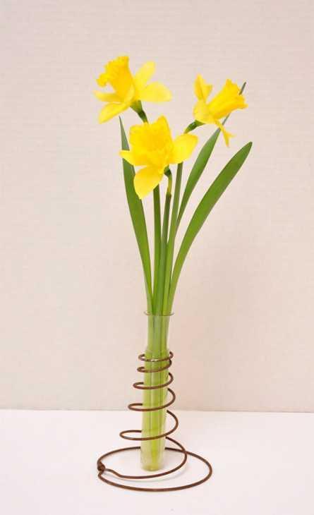 Riciclo creativo: molle del materasso per decorare i vasi, da freeprettythingsforyou.com
