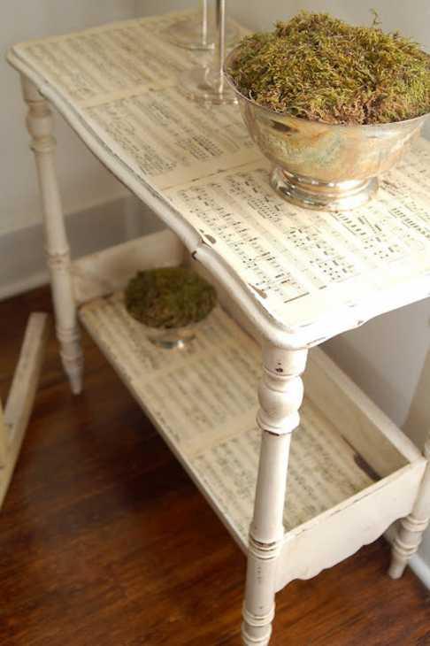 Tavolino decorato con spartiti: decoupage su mobile, da missmustardseed.com