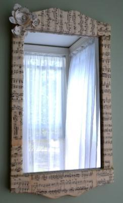 Decorazioni con spartiti musicali: specchio, da marvelouslymessy.com