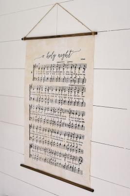 Decorazioni casa con spartiti musicali: poster, da ourhandcraftedlife.com