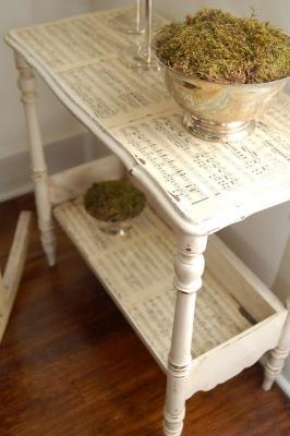 Decorazioni casa con gli spartiti: decoupage su mobile, da missmustardseed.com
