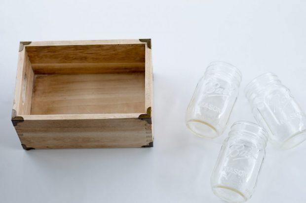 Centrotavola fai da te con cassette di legno e fiori, parte 1, da thehomeicreate.com