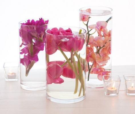 Centrotavola fai da te elegante con fiori, da thechicsite.com