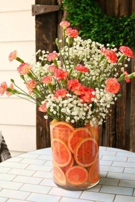 Centrotavola con fiori e frutta, da refreshrestyle.com
