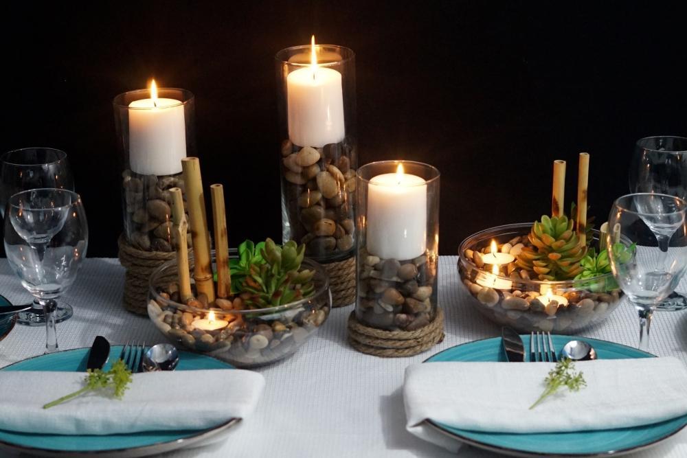 Centrotavola con candele, sassi e piante grasse, da missplanit.com