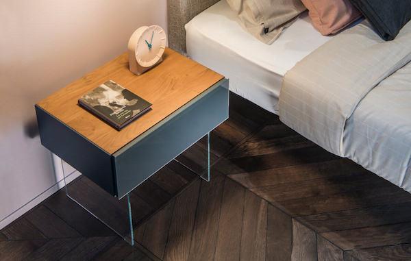 Comodino sospeso 36e8, legno e vetro - Design e foto by Lago