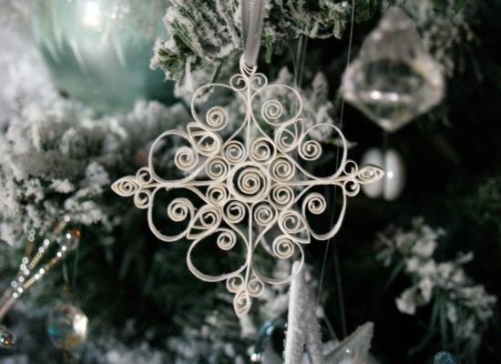 Decorazioni natalizie con la carta: fiocco di neve, da reesedixon.com