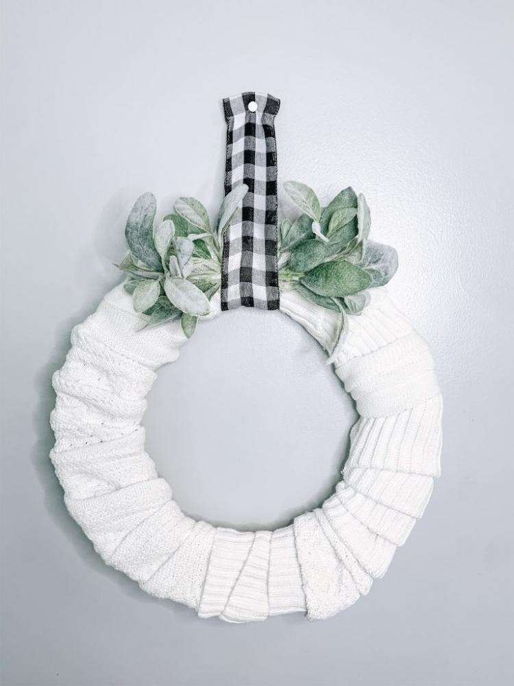 Ghirlanda di Natale con vecchi maglioni, da thriftednest.com
