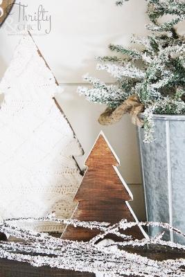 Mini albero di Natale con vecchi maglioni, da thriftyandchic.com