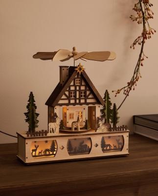 Collezione natalizia Zara Home: decorazione in legno a forma di casetta