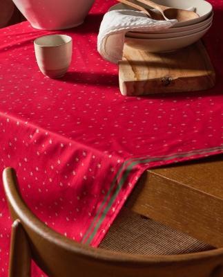 Collezione natalizia Zara Home: tovaglia decorata