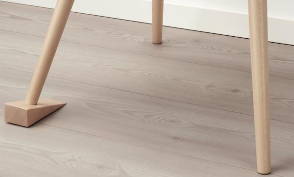 Sedia MARKERAD by Ikea e Virgil Abloh: dettaglio fermaporte