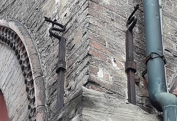 Capichiave ottocenteschi a forma di serpente