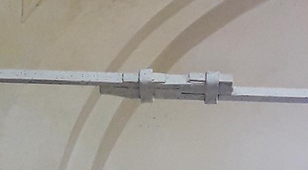 Catena antica a sezione quadrata in più pezzi giuntati