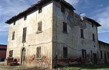 Casa rurale tradizionale della campagna bolognese ancora recuperabile
