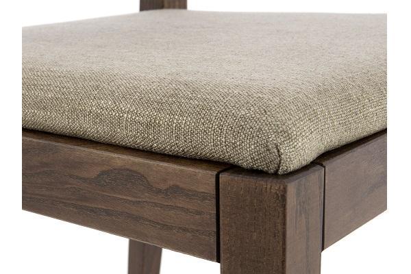 Dettaglio della sedia in legno julia