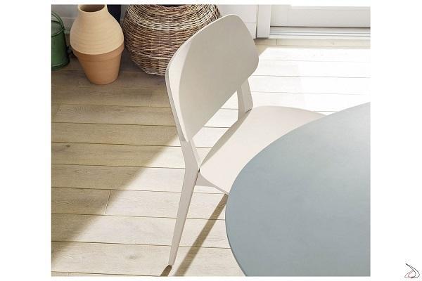 Dettaglio sedia in legno Doll