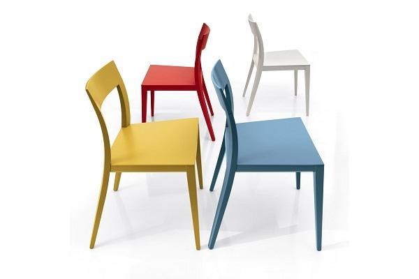 Sedia colorata in legno Taira di Diotti
