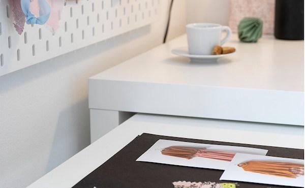 Dettaglio scrivania MALM: piano estraibile - Design e foto by Ikea