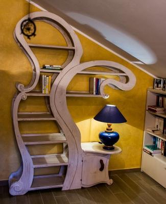 Librieria-tavolino surrealista by MobiliStorti
