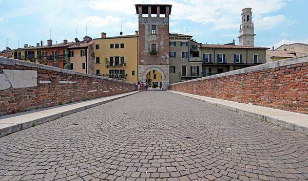 Pavimentazione di sampietrini in un centro storico