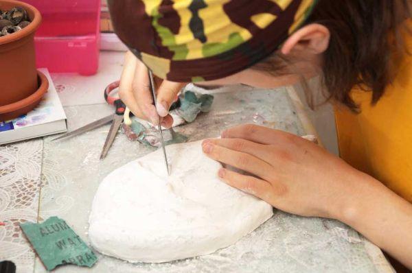 Maschera di cartapesta in lavorazione