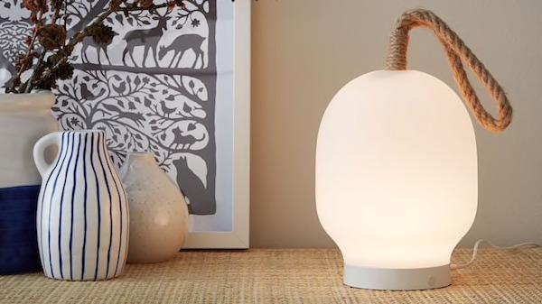 Lampada LED VÄRMER - Design e foto by Ikea
