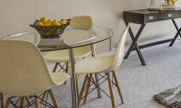 Arredi trasparenti: tavolino in vetro