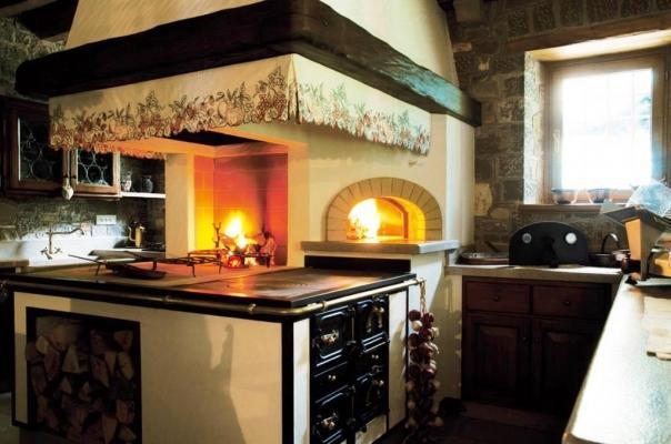 Camino a legna in cucina - Gover