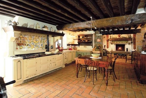 Cucina con camino a legna - Gover