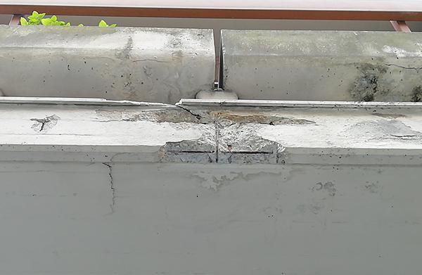 Corrosione dell'armatura con caduta del copriferro