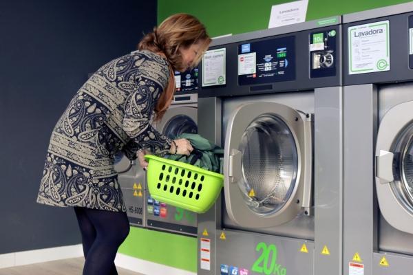 Gli spazi condivisi, come la lavanderia, offrono vantaggi in termini di risparmio