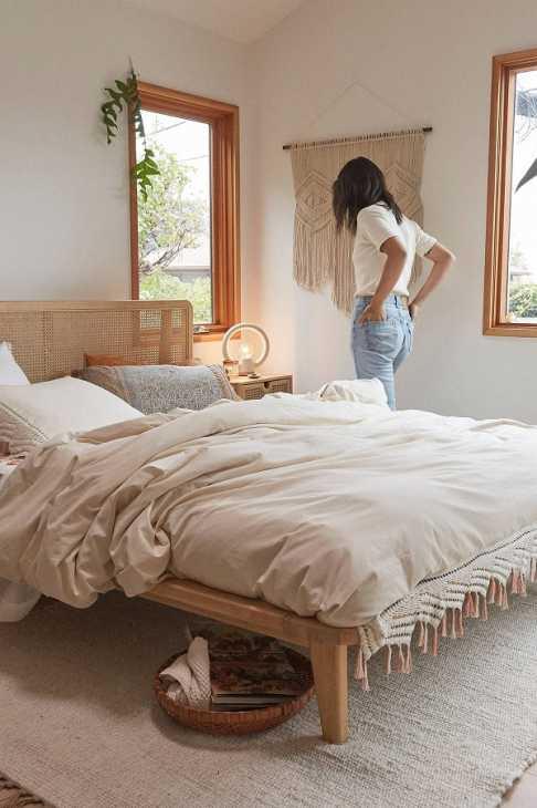 Il letto della collezione Marte di Urban Outfitters