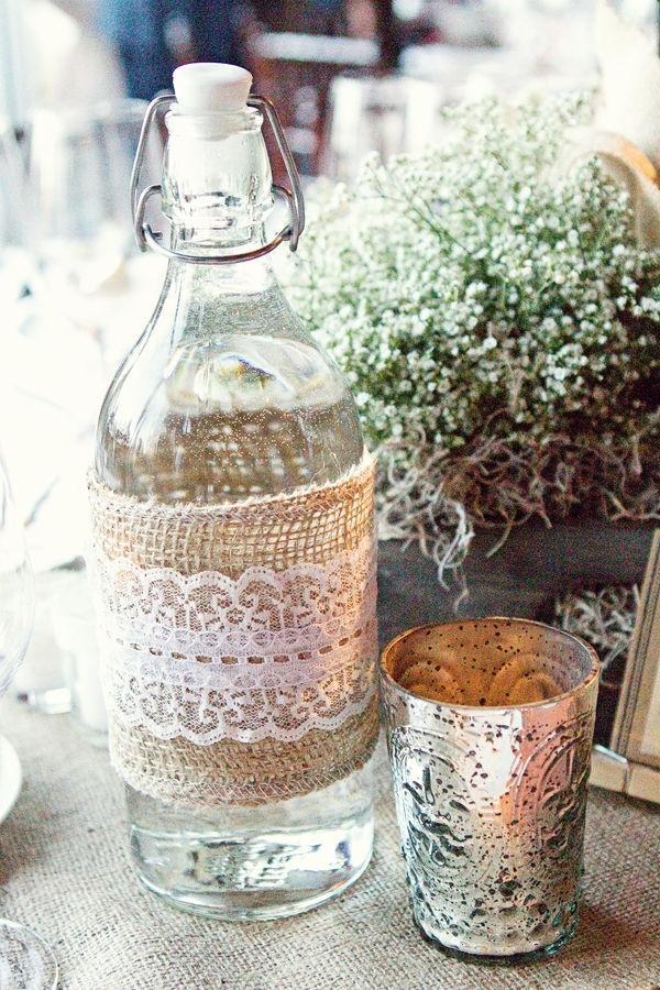 Decorare una bottiglia con la tela di juta, da detalhesmagicos.com.br
