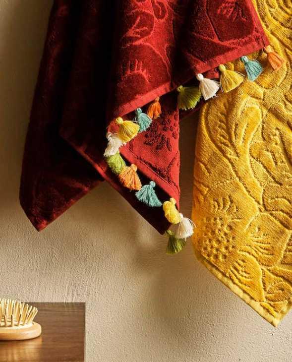 Asciugamani da bagno in cotone jacquard e pompon, da Zara Home