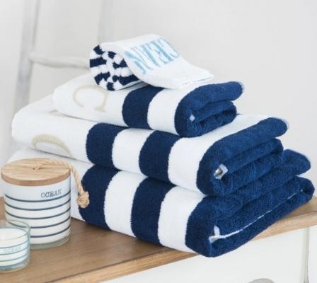 Asciugamani per il bagno a righe, da Maisons du Monde