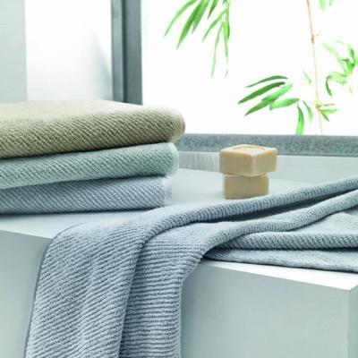 Asciugamani per il bagno in nido d'ape, da Caleffi