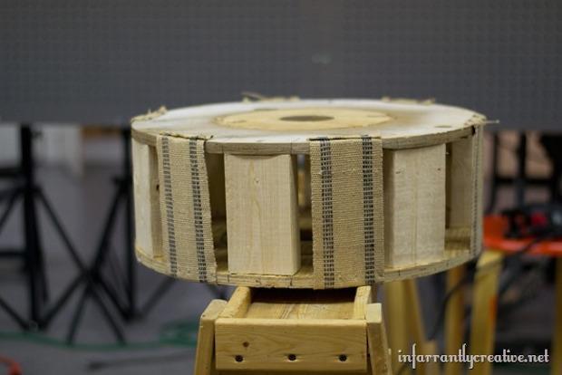 Pouf fai da te con bobina di legno: parte 1, da infarrantlycreative.net