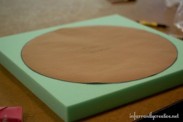 Pouf fai da te con bobina di legno: parte 2, da infarrantlycreative.net