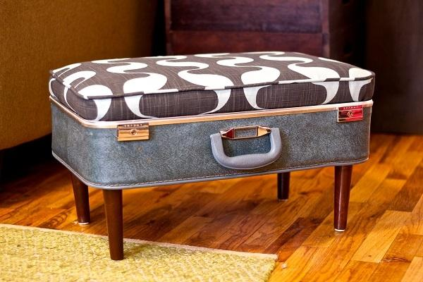 Pouf fai da te con una vecchia valigia, da silverpennyinhershoe.blogspot.com