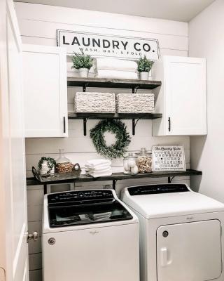 Il lettering per decorare la lavanderia, da craftcuts.com