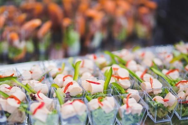 Contenitori monoporzione per una cena finger food