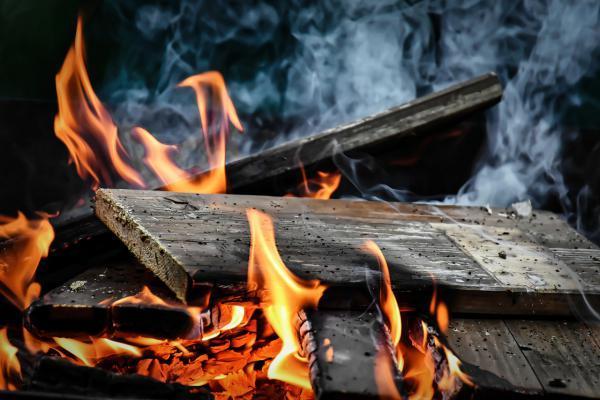 Combustione legno verniciato