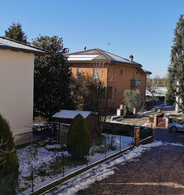 Orientamento casa isolata con ultimo piano protetto da tetto termico
