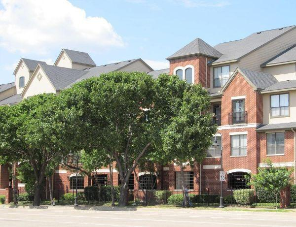 Orientamento condominio con alberatura frontistante