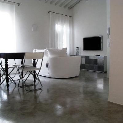Ricavare una stanza in più: pavimento in resina Arteviva