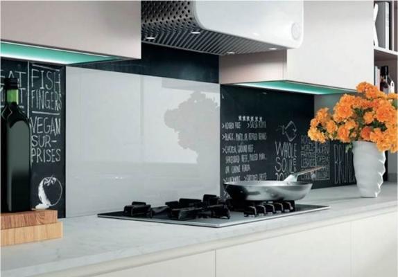 Pannello paraschizzi per la cucina in vetro - Design e foto by Leroy Merlin